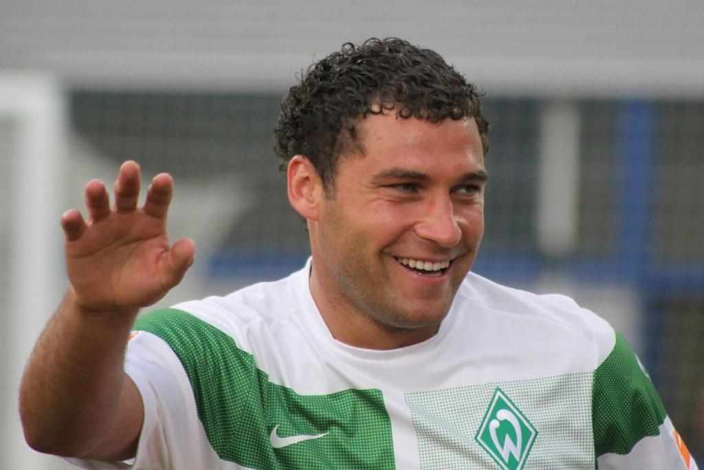 1200px-Duško_Tošić_-_SV_Werder_Bremen_(2)